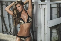 nina-agdal-rocks-sexy-beachwear-looks-for-ban-l-l2y3yu_0