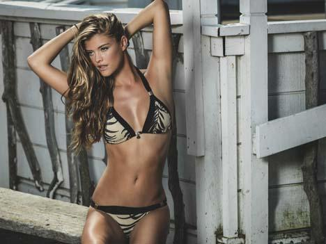 nina-agdal-rocks-sexy-beachwear-looks-for-ban-L-l2Y3YU